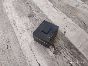 Starý bakelitový vypínač spínač do vlhka
