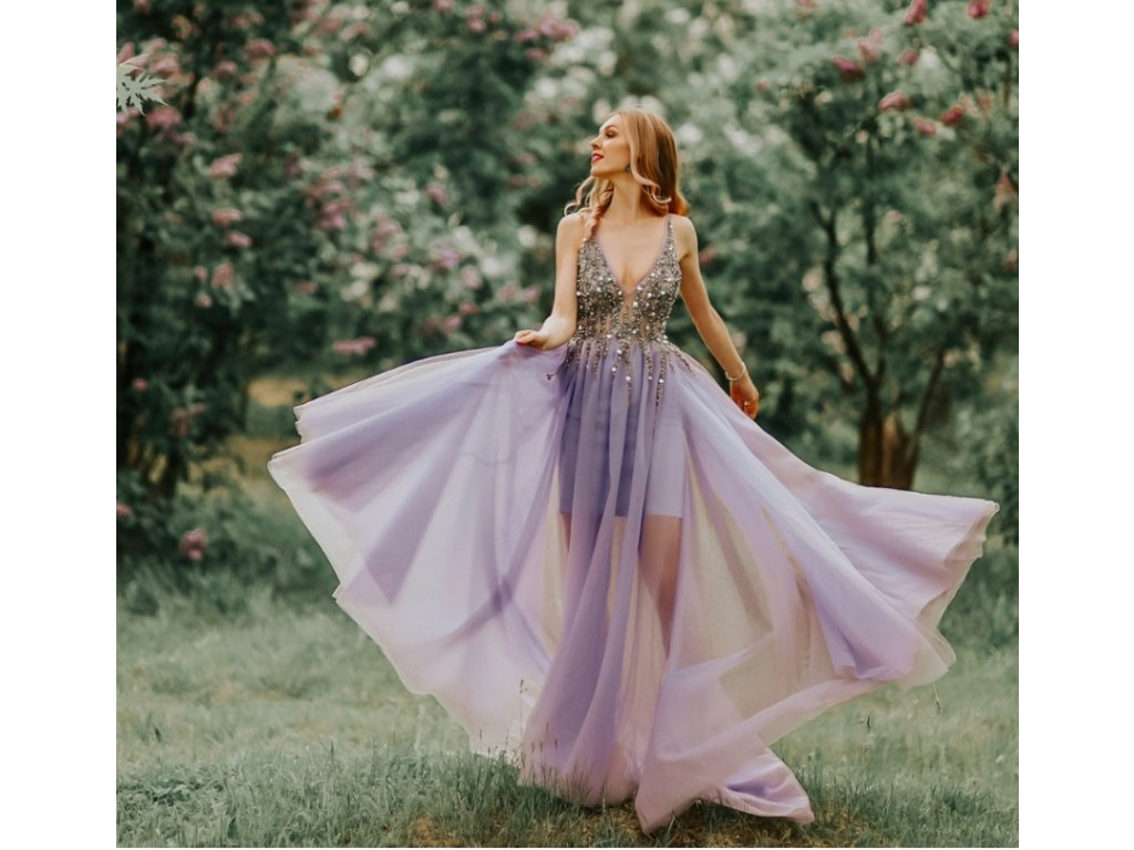 fialové plesové šaty