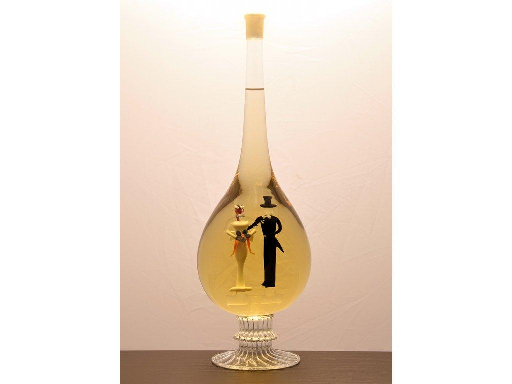 Ozdobná fľaša kvapka sfigúrkami mladomanželov