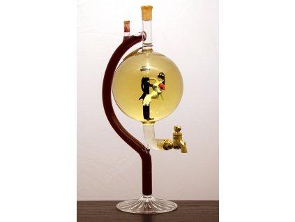 Čapová fľaša v nej figúra - mladomanželia