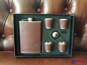 Darčekové balenie pre pánov BrownBord 23x17cm, 29,90€, ploskačka, 4xkalíšek