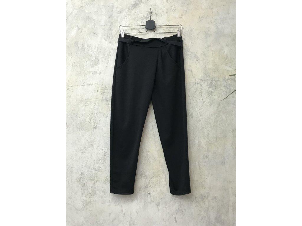 KRAPA kalhoty černé s páskem a lehce sníženým sedem
