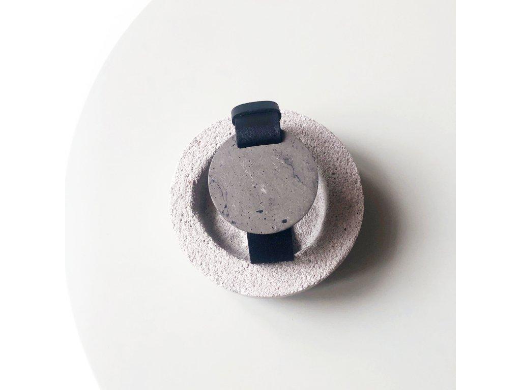 UMMA široký kožený náramek / černý s tmavě šedým mramorem