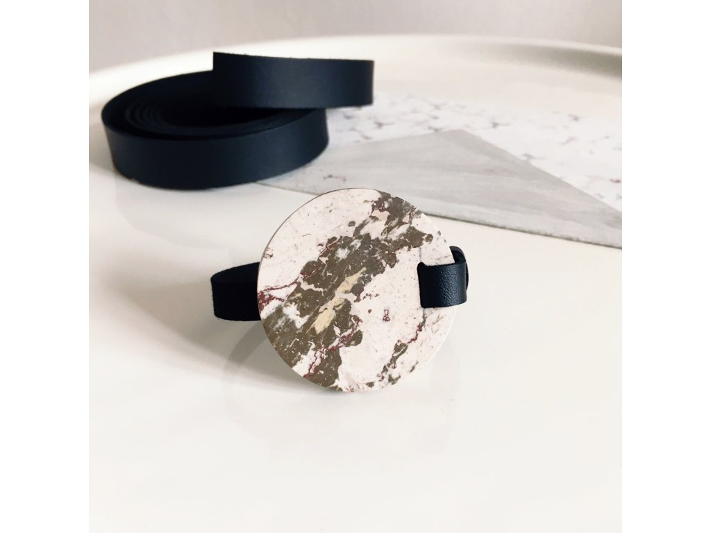 UMMA tenký kožený náramek / černý s béžovohnědým mramorem