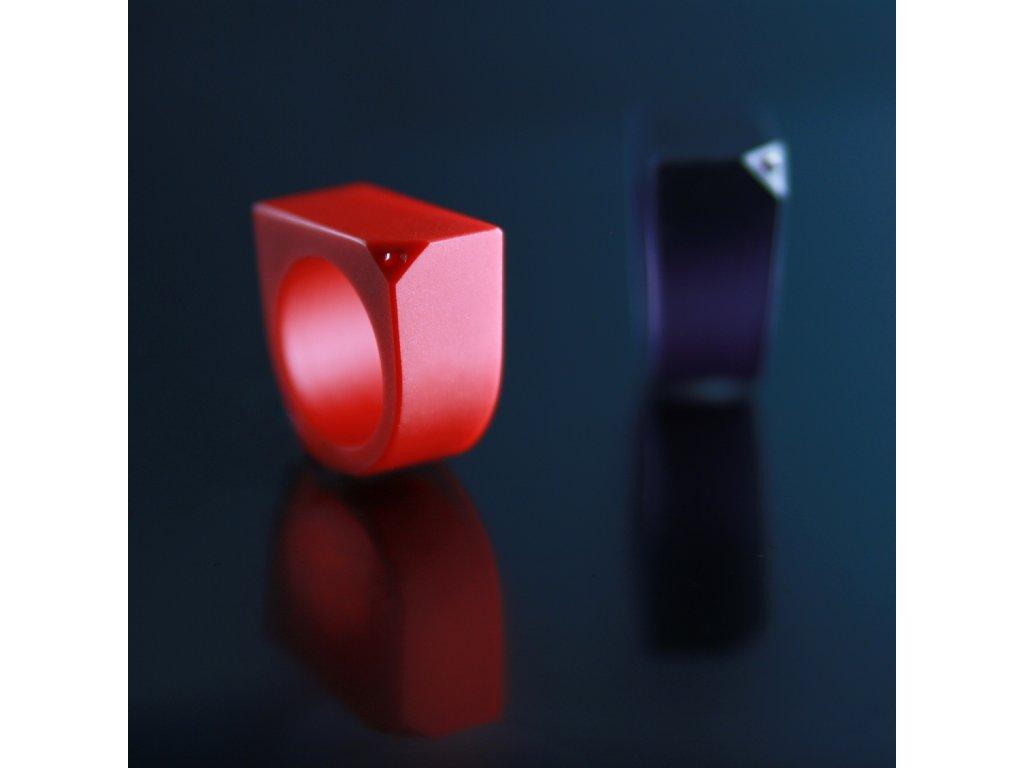 Luba Bakičová -broušený prsten ze skla / RED s krystalem