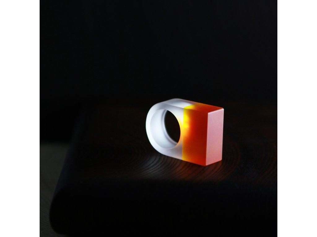 Luba Bakičová - broušený prsten ze skla / ORANGE square