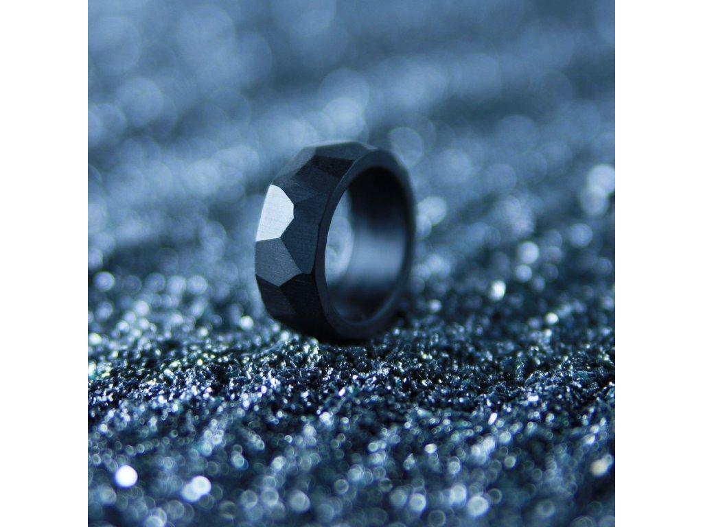 Luba Bakičová - broušený prsten ze skla / kroužek černý