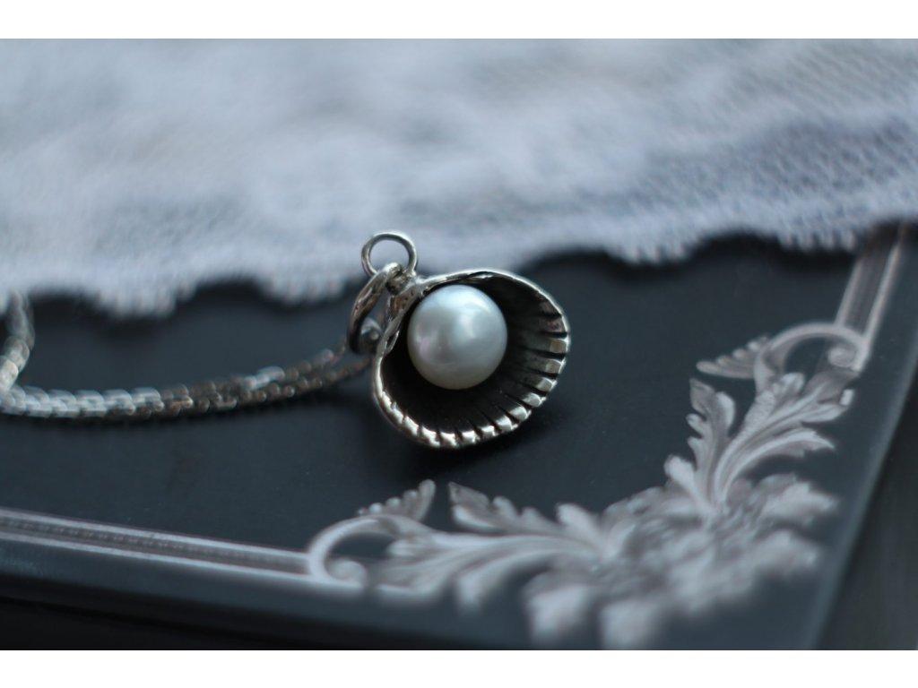 HYPSOLINE JEWELRY NÁHRDELNÍK mušle s perlou