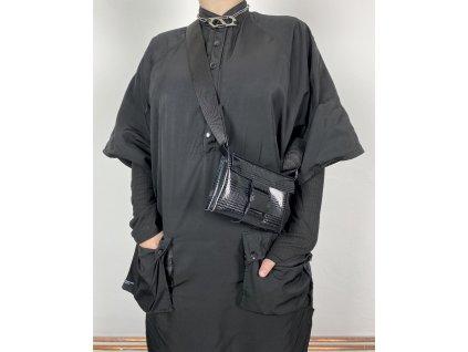 tny.3 kabelka / ledvinka Waistbag Small - kožená černá se vzorem a černou sponou