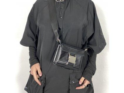 tny.3 kabelka / ledvinka Waistbag Small - kožená černá se vzorem a stříbrnou sponou