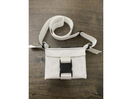 tny.3 kabelka / ledvinka Waistbag Small - kožená bílá lesklá s černou sponou