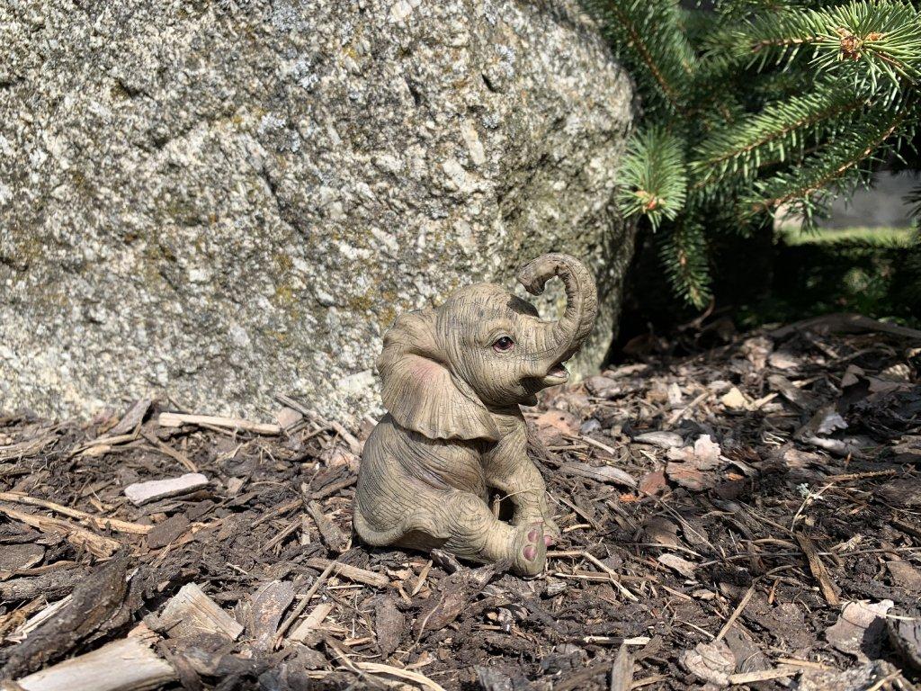Zahradní figurka slon sedící malý