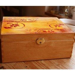 Dřevěná šperkovnice oranžová