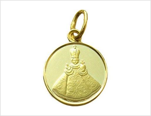 Zlatý medailonek zobrazuje Pražské Jezulátko