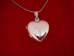 Stříbrný otevírací medailonek s ornamentem - srdíčko