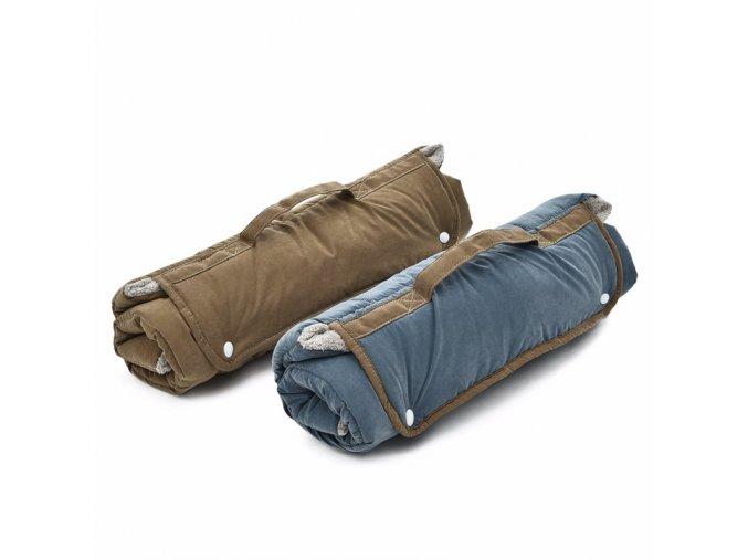 Přenosný oboustranný pelech deka