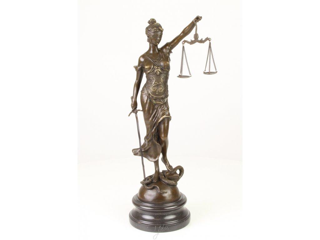 Bronzová socha Justice