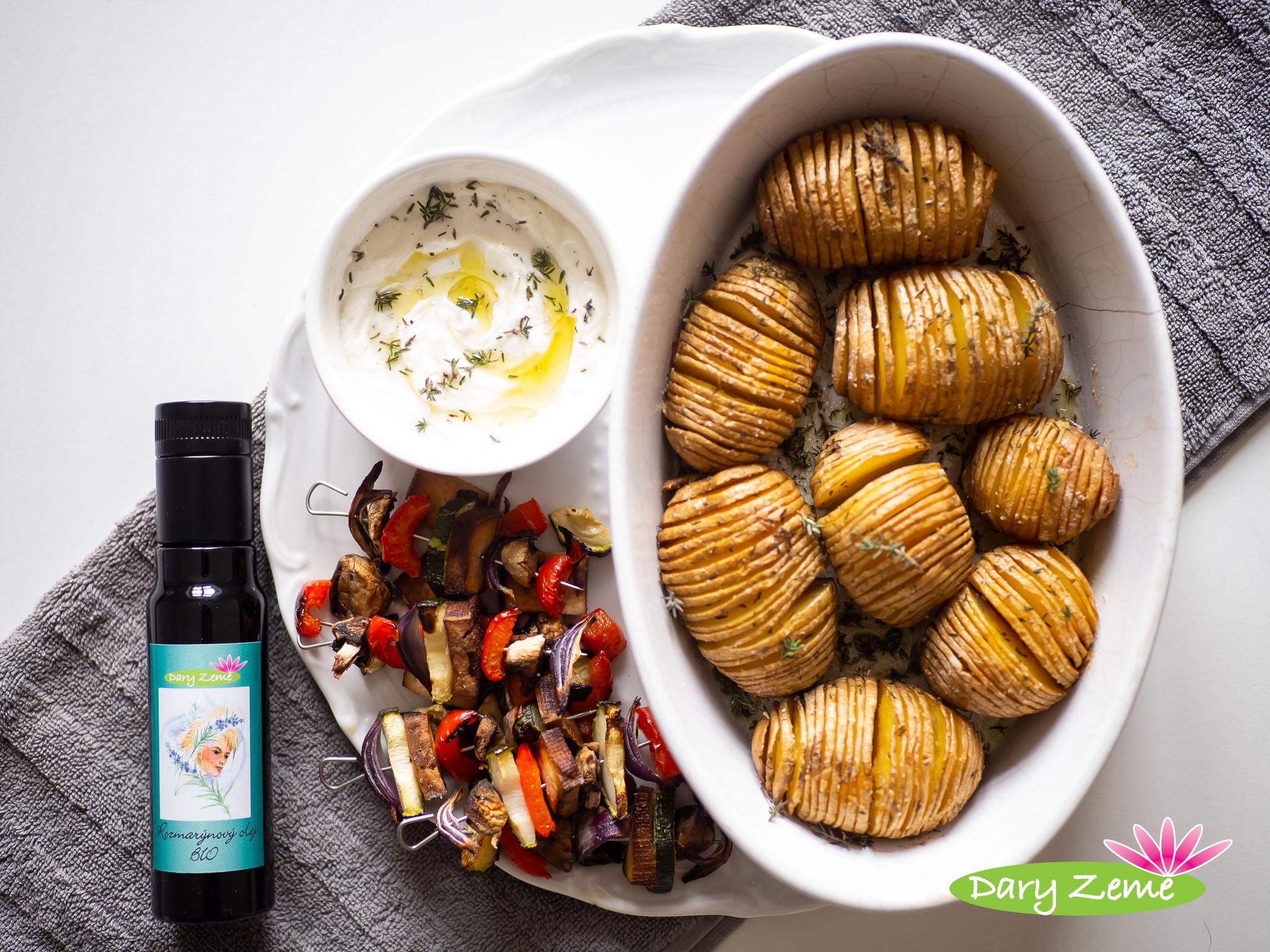 Rozmarýnové brambory se smetanovým dipem