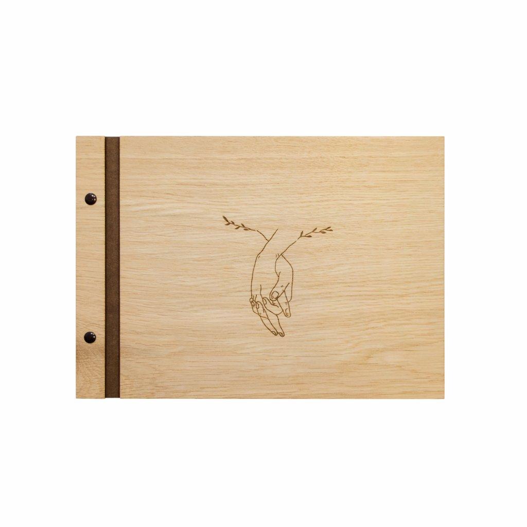 Dřevěné fotoalbum Za ruce A4