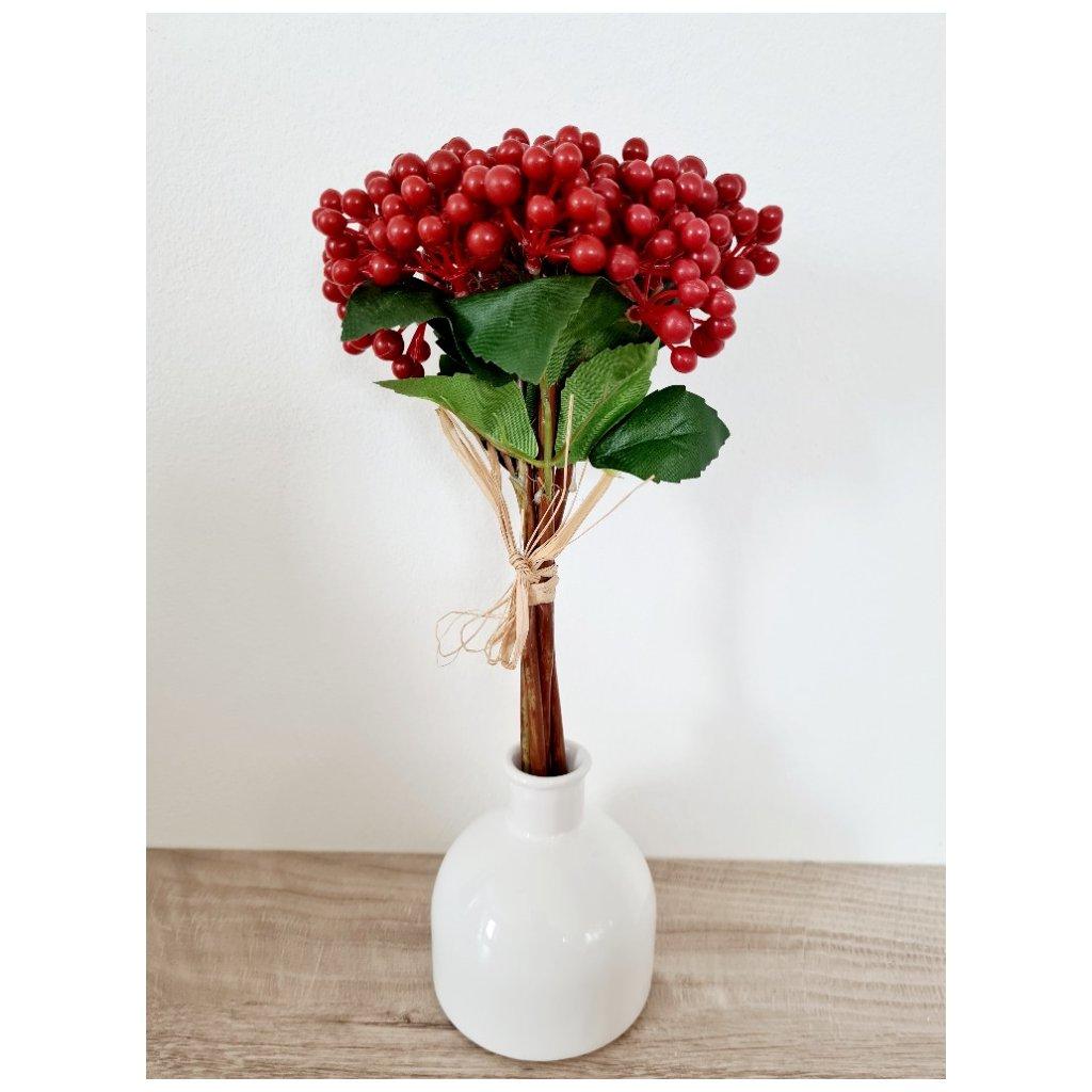 Přízdoba hlochyně  červená. Květina umělá.
