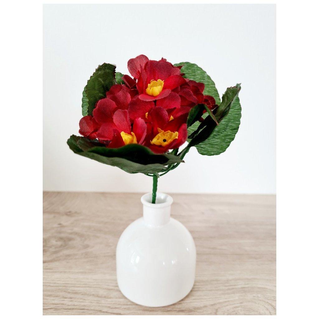 Petrklíč, červená barva. Květina umělá.