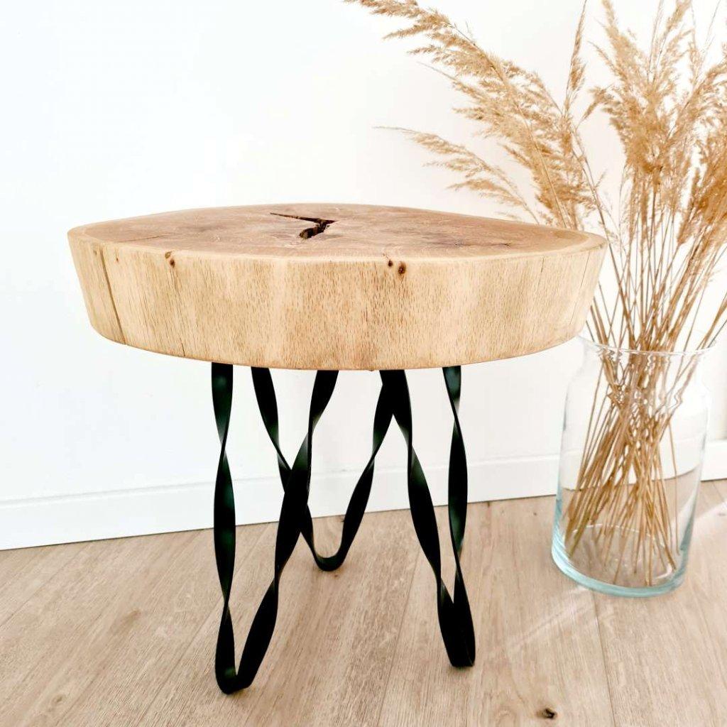 dubova stolicka s kroucenymi nohami