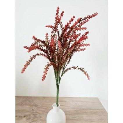 Vřes, barva červená temná. Květina umělá plastová.