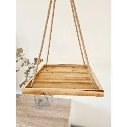 Závěsný dřevěný tác s přírodním provazem