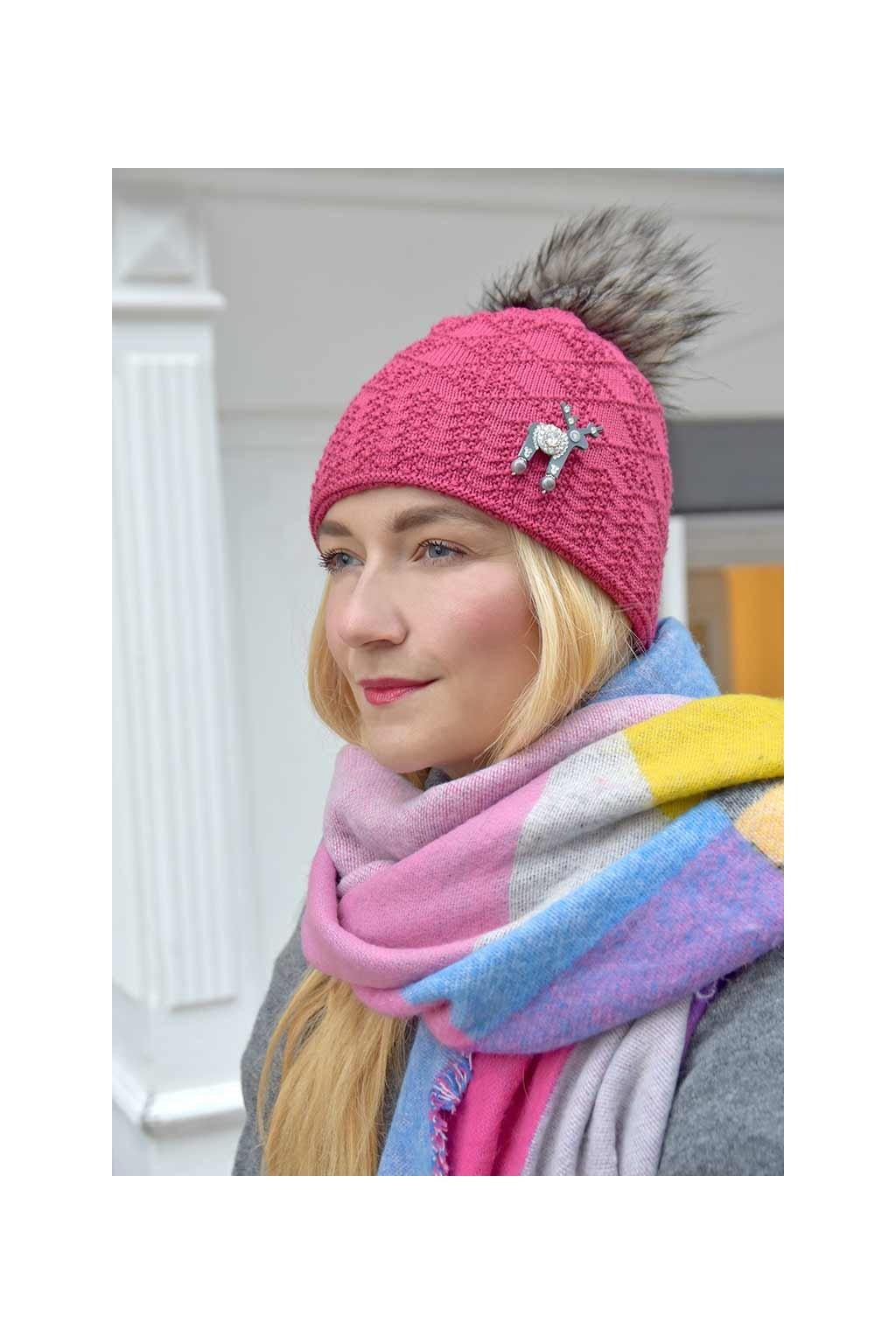 Růžová pletená čepice Kama s jelínkem