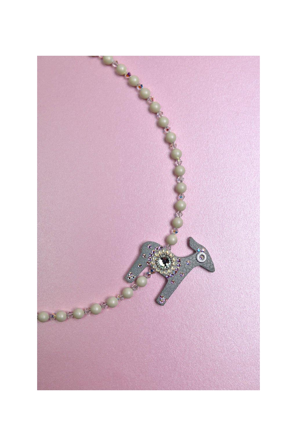 Modrý náhrdelník na řetízku