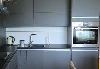 Kuchyně vdecentním šedém provedení