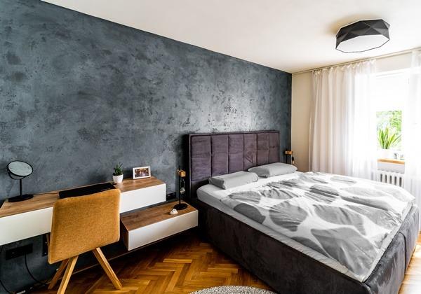 Rekonstrukce ložnice v malém bytě pro mladý pár