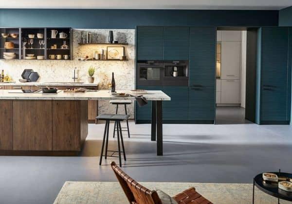 Nový trend v kuchyních? Schüller představuje 3D povrchy kuchyňských skříněk