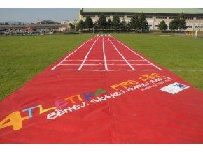 Atletika pre deti–atleticka draha vratane 4ks startovacich blokov s cislami 1