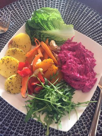 Pečená zelenina s řepovým salátem dle receptu Dr.J.Budwig (Lněný krém na slano)