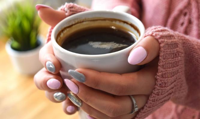 Jak aplikovat umělé nehty, aby dlouho vydržely?