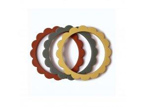 Mushie náramkové hryzátko zo silikónu FLOWER Sunshine / Dried Thyme / Clay