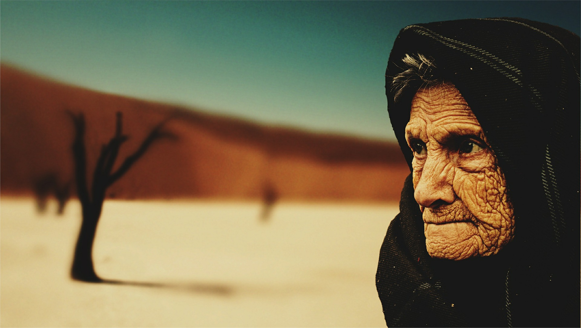 old-woman-574278_1920