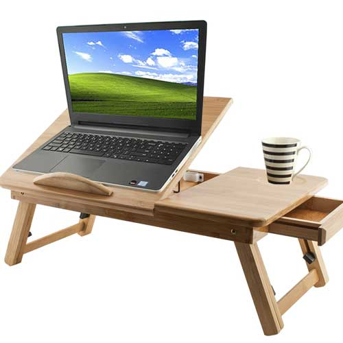 stolek-na-notebook-a-hrnek