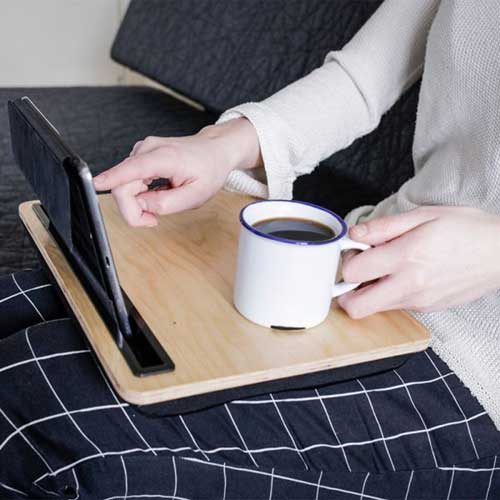 stolek-na-tablet