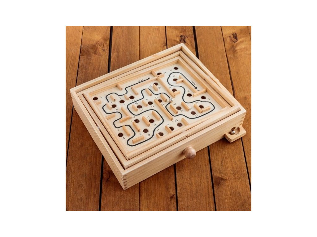 2249 dreveny labyrint