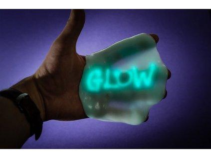 Chytra-hmota-v-plechovce-menici-barvu-pod-UV-svetlem-na-Deminas