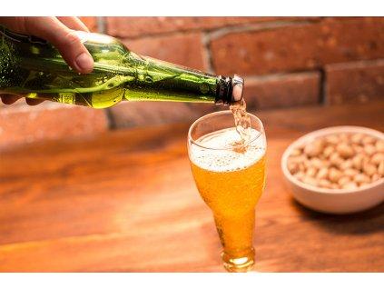 Pivni-lahvova-sklenice-na-stopce-na-Deminas