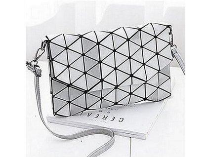 Geometricky-kabelka --- leskla-stribrna-na-Deminas
