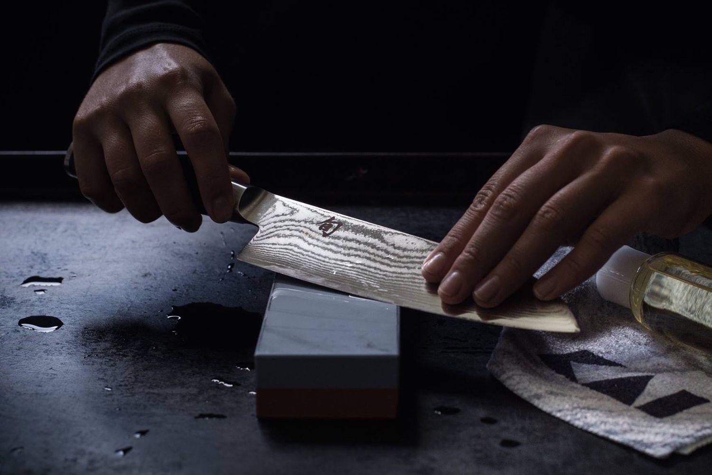 Jak nabrousit nůž na brusném kameni
