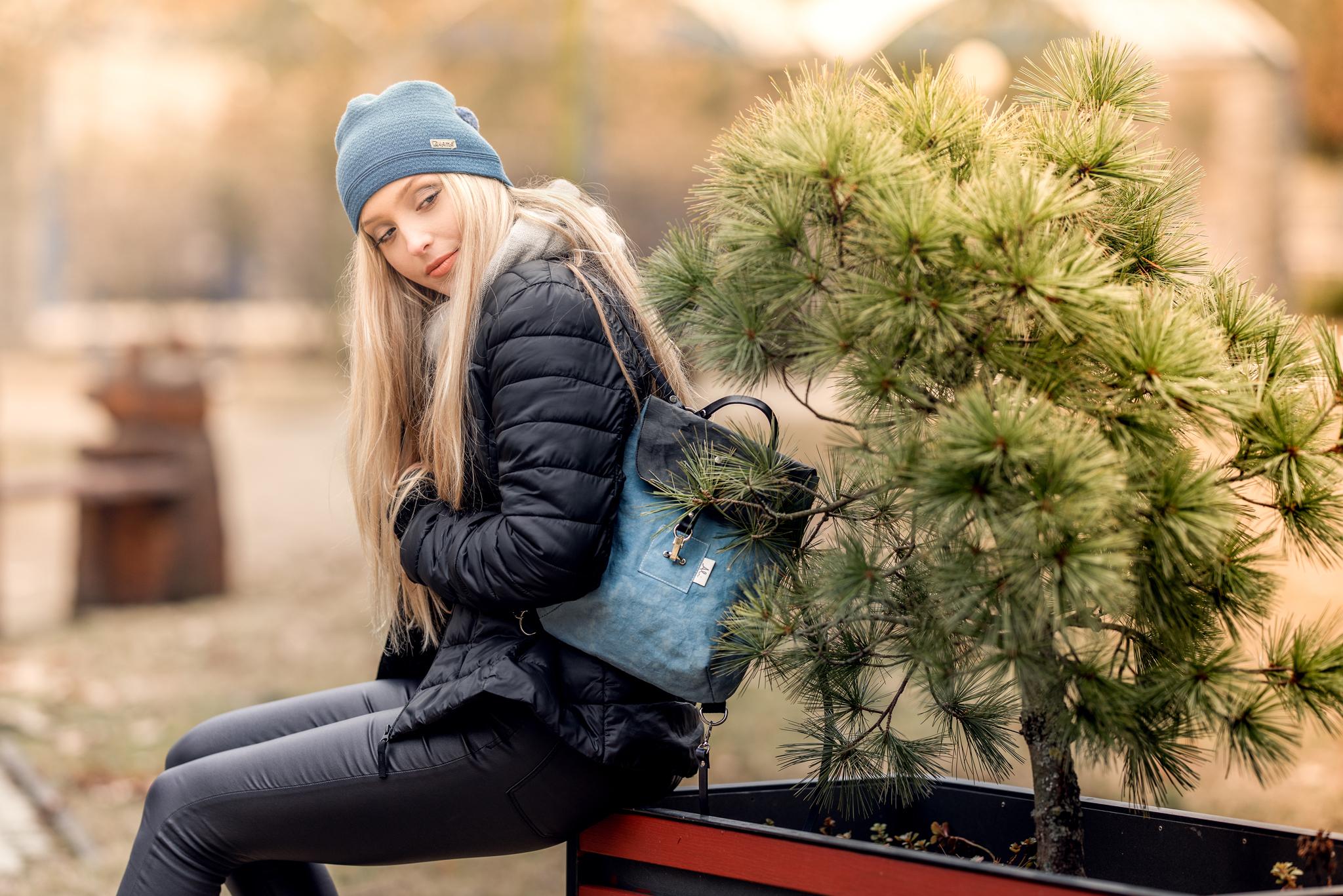 Dívka s batohem Hanka