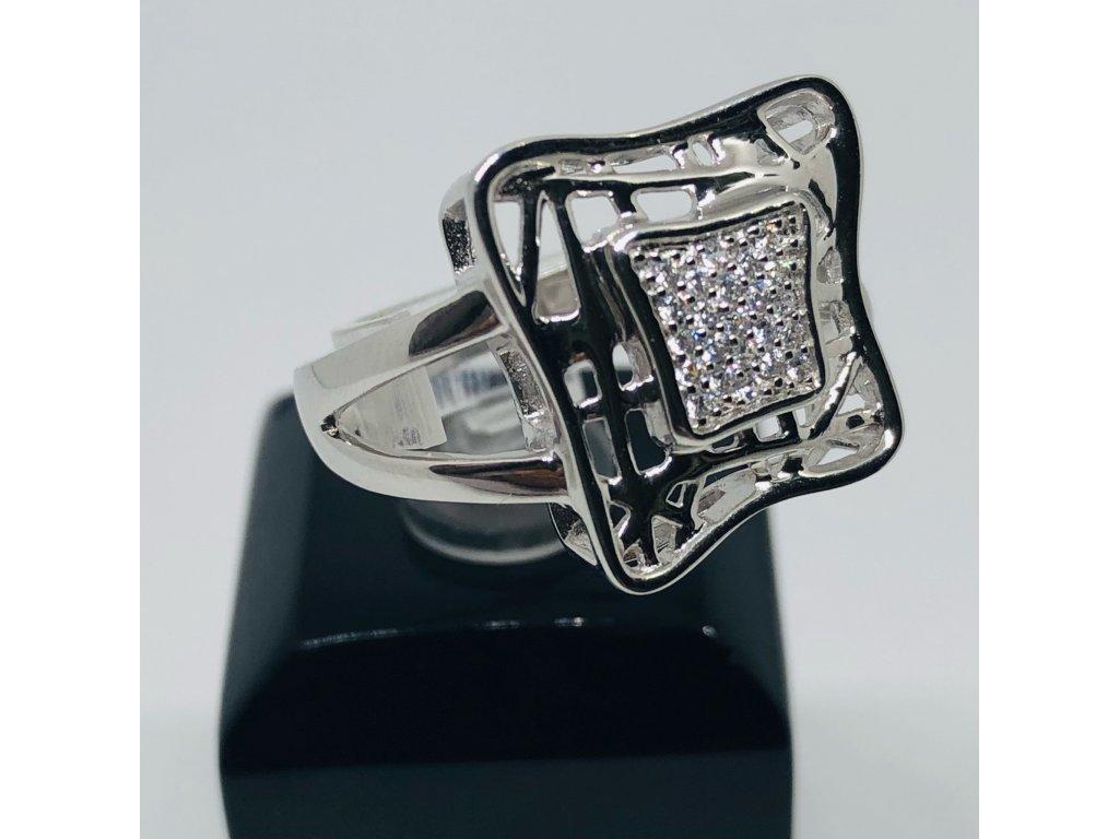 Strieborný prsteň v tvare kocky +stred kamienkový 2