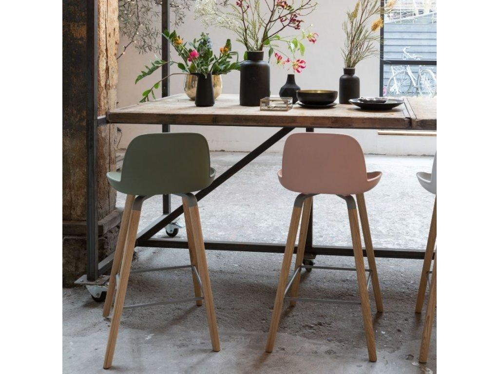 Růžová barová židle  ZUIVER ALBERT KUIP 75 cm s plastovým sedákem a podnožemi z masivního dřeva
