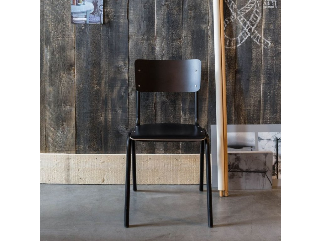 Červená jídelní židle ZUIVER BACK TO SCHOOL sedák a opěrák z překližky červená kovová podnož
