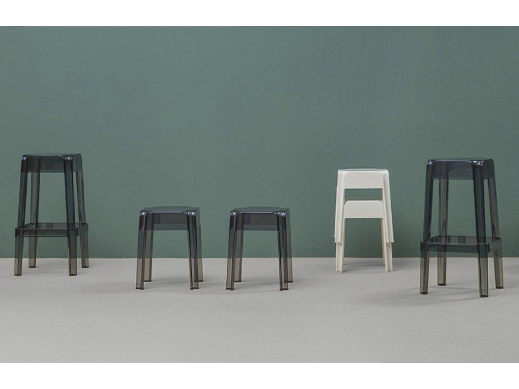 Černá plastová stolička Rubik 583